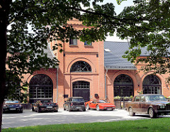 Industriearchitektur - restauriertes Ziegelgebäude, Fabrikgebäude  / ehem. Wachsfabrik an der Krückau in Barmstedt, Kreis Pinneberg - Schleswig Holstein.