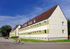 Mehrstöckige Wohnhäuser bei der Klaus Groth Strasse in Glückstadt.