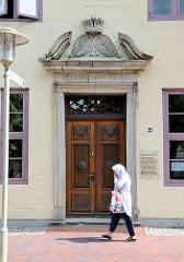Eingang vom Brokdorff Palais am Fleth in Glückstadt / Unterelbe - 1630 / 31 erbaut; jetzt Detlefsen Museum