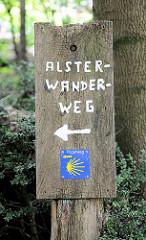 Holzschild Alsterwanderweg - Hinweisschild Pilgerweg; Bilder aus der Gemeinde Tangstedt, Kreis Stormarn.