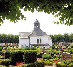 Friedhof der Holmer Beliebung in Schleswig - einer 1650 gegründeten Totengilde. Die Holmer Kapelle wurde 1876 erbaut.