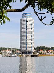 Wikingturm / Wohnhochhaus in Schleswig an der Schlei Architekt Horst Günther Hisam - Höhe 90m / 21 Stockwerke sollte 1972 fertig gestellt werden; endgültige Fertigstellung nach Zwangsversteigerung etc. um 1977.