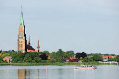 Blick über die Schlei zu den Türmen vom St. Petri Dom