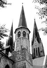 Schwarz Weiss Aufnahme S/W - Türme des St. Petri Doms in Schleswig.