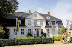 Gebäude mit Touristen Information in der Plessenstrasse der Stadt Schleswig.