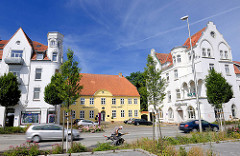 Architektur in Schleswig - Gründerzeitvilla  - Hotel Stadt Hamburg; in der Mitte das gelbe Gebäude das Zollhaus.