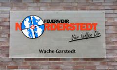 Schild Feuerwehr Norderstedt - Wache Garstedt - Slogan VIER HELFEN DIR.