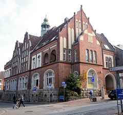 Backsteingebäude - historische Architektur Ratzeburg - Postgebäude.