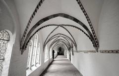 Ratzeburger Dom - gotischer Kreuzgang des angegliederten Prämonstratenser-Klosters aus dem Jahre 1251.