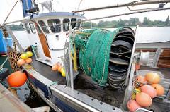 Fischereiboot, Hafen von Kappeln - Trommel zum Netze an Bord zu hieven. an Bord