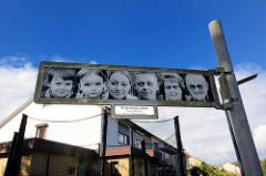 Kunst im Öffentlichen Raum - Straßenbilderschilder; Künstlerin gagel - Portraits von AnwohnerInnen.