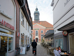 Blick vom Marktplatz zur Stadtkirche St. Petri in Ratzeburg - Querschiffkirche, erbaut 1791.