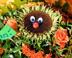 Herbstmarkt - Kunsthandwerkermarkt im Norderstedter Stadtpark - Herbstblumen, Herbststräusse. Sonnenblume mit Gesicht.
