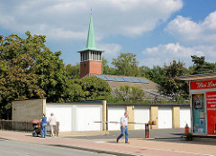 Evangelische Kirche Harksheide - Norderstedt; Garagen.