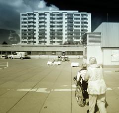 Parkplatz Herold Center - Hochhaus / Rollstuhl.