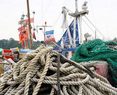 Taue und Netze im Fischereihafen von Kappeln.