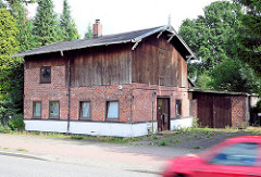 Alte Scheune mit Holz und Ziegelfassade an der Niendorfer Strasse / Norderstedt, Garstedt.