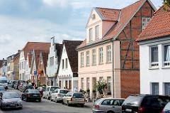 Historische Häuser mit unterschiedlichen Fassaden - Architekturstile; Wohnhäuser, Geschäftshäuser in Ratzeburg.
