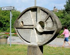 Geometrisches Relief - Skulptur aus Marmor, Künstler Hans Pierre Schumann (1980) - Standort Festsaal am Falkenberg, Harksheide / Norderstedt.