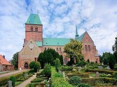 Ratzeburger Dom - romanische Backsteinarchitektur, ab 1160 erbaut; gestiftet von Heinrich dem Löwen als Bischofskirche des Bistums Ratzeburg.