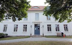 A. Paul Weber Museum in Ratzeburg - Bürgerhaus erbaut Mitte des 17. Jahrhundert; klassizistische Fassade aus dem 18. Jhd.