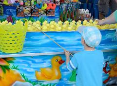 Stadtfest Norderstedt - Spektakulum; Jahrmarkt, Entenangeln für Kinder.