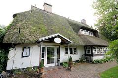 Historisches Reetdach-Gebäude an der Ulzburger Strasse von Friedrichsgabe / Norderstedt; Restaurant.