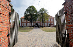 Kreismuseum Herzogtum Lauenburg in Ratzeburg - Herrenhaus, erbaut 1766 als Sommerresident für Herzog Adolf Friedrich IV. von Mecklenburg Strelitz.