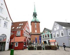 Historische Architektur - Wohnhäuser, Geschäftshäuser / Turm der Nikolaikirche / Spätbarock, erbaut 1793.