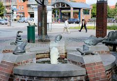 Reptilienbrunnen in Norderstedt an der Rathausallee / Bahnhofsvorplatz; Künsterler Hans-Joachim Frielinghaus - eingeweiht 1997.