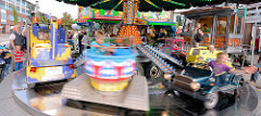 Stadtfest Norderstedt - Spektakulum; Jahrmarkt, Kinderkarussell in Fahrt.
