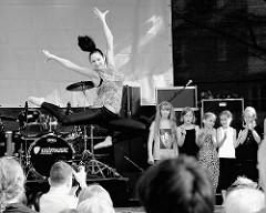 Tanzaufführung beim Norderstedter Stadtfest an der Rathausallee.