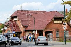 Empfangsgebäude Bahnhof Wismar - Strassenverkehr.