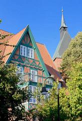 Fachwerkgiebel - Kirchturm der  Möllner St. Nikolai Kirche.