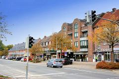 Neubauten - moderne Architektur; Geschäftshäuser - mehrstöckige Wohnhäuser Nähe Bahnhof Großhansdorf - Eilbergweg.