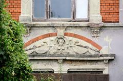 Fassadenschmuck - Villa / Abrisshaus in der Hansestadt Wismar.