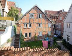 Hinterhof in der Altstadt von Mölln - Fachwerkgebäude.