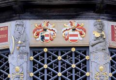 Wismarer Wasserkunst - Wahrzeichen der Hansestadt - Bauwerk nach Plänen Baumeister Philip Brandin, fertiggestellt 1602 - niederländische Renaissance. Wappen und vergoldeter Bauschmuck / Figuren.