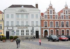 Historische Architektur - Gebäude am Marktplatz der Hansestadt Wismar.