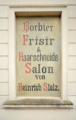 Handgemaltes Schild in Wismar - Barbier Frisir & Haarschneide Salon von  Heinrich Stolz.