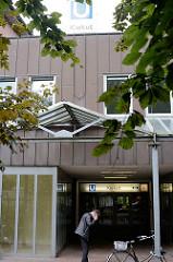 Moderner Neubau - Architektur der 1970er Jahre; U-Bahnstation Kiekut.