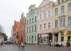 Historische Wohn- und Geschäftshäuser in Wismar.