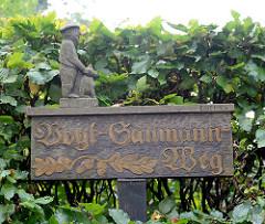 Holzschild - handgeschnitzt - Vogt Sanmann Weg in Grosshansdorf.