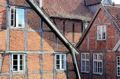 Fachwerkarchitektur Altstadt Mölln - Fachwerk mit Ziegel gemauert, Holzfenster.