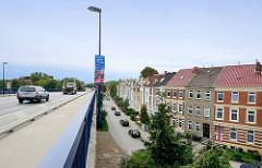 Gründerzeitarchitektur, historisierender Architekturstil im Bleicherweg - Brücke der L 12 in der Hansestadt Wismar.
