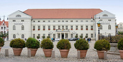 Rathaus von Wismar - klassizistische Architektur, erbaut 1819 - Hofbaumeister Johann Georg Barca; Sitz der Bürgerschaft.