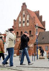 Historisches Wassertor der Hansestadt Wismar - Spätgotik, Backsteinbau, errichtet um 1450.