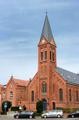 Kirche St. Laurentius in Wismar, erbaut 1902 - Backsteinarchitektur; neoromanischer Architekturstil.