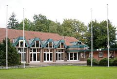 Architektur der 1970er Jahre - Waldreitersaal in der Gemeinde Grosshansdorf, Kreis Stormarn / Schleswig - Holstein