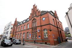 Historisches Postgebäude in der Hansestadt Wismar, errichtet 1886 - Backsteinarchitektur, neugotischer Architekturstil.